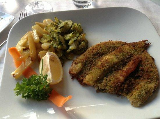 Ristorante Silvio : Lavarello gratinato alle erbe con patate e zucchine