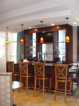 Holiday Inn Dothan: Bar/Lounge