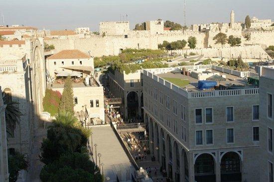 Mamilla Hotel : La vue du café restaurant sur le toit