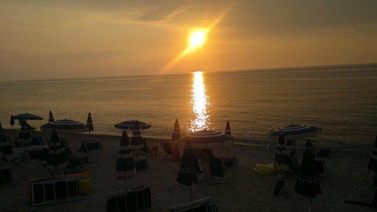 Villaggio Marco Polo: Spiaggia al tramonto