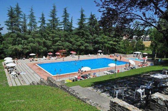 Zavattarello, Italy: la piscina