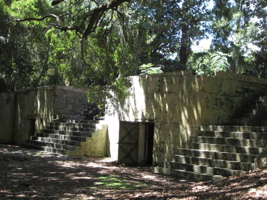 Fort Fremont: Steps up to the top