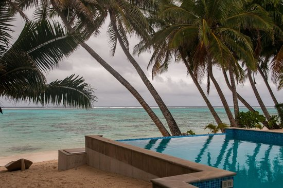 Little Polynesian Restaurant: Pool & Beach View from Outdoor Seating