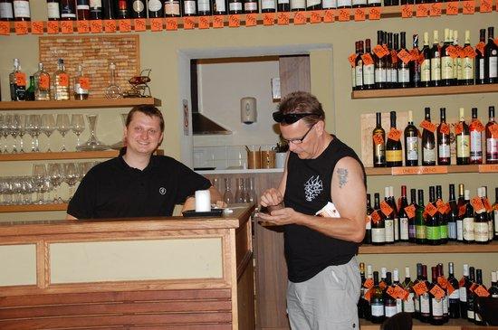 Vinograf  Wine Bar: Karel & Mats