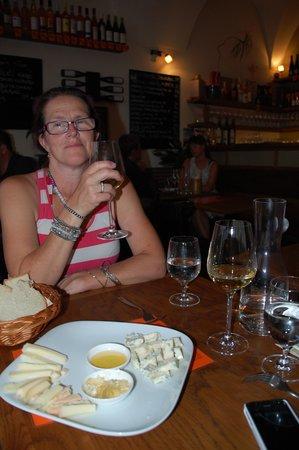 Vinograf  Wine Bar: Marie på beskök hos Vinograf