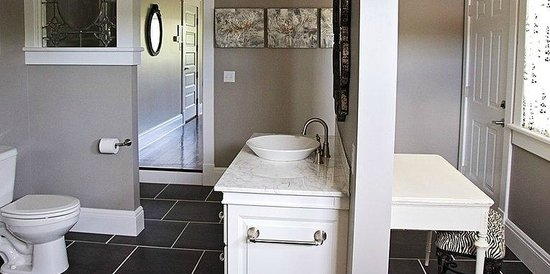 Wishmaker House: Cassie's Bathroom