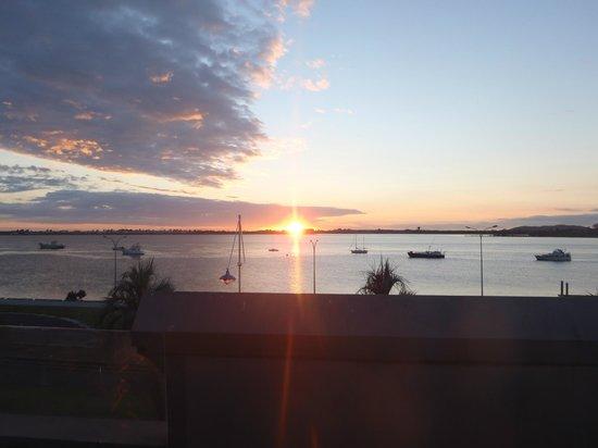 Harbourside City Backpackers : Nascer do sol no terraço