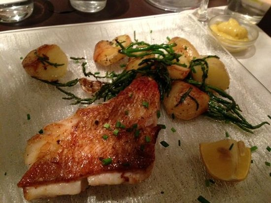 Le Bocal Restaurant: Amazingly cooked fish and potato side...