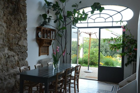 La Bouquiere : common area living room
