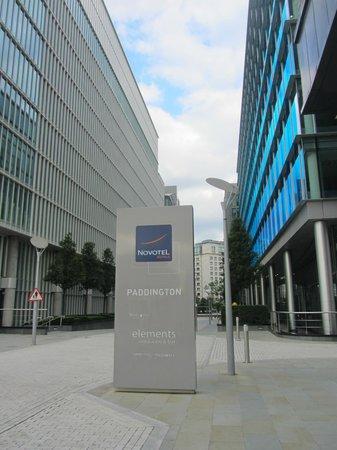Novotel London Paddington: Rue devant l'hôtel (piétonne)