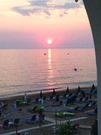 Sea Breeze Family Beach Hotel: Having dinner watching the sun set