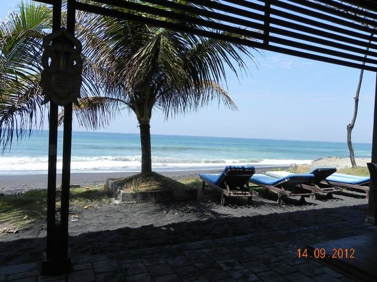 Swan Keramas Bali Villas: At the beach