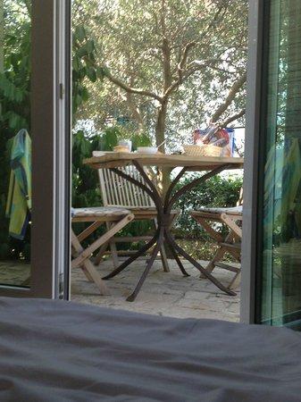 Zlatni Bol Apartments : il giardino privato - the patio garden
