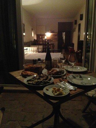 Zlatni Bol Apartments: lovely dinner
