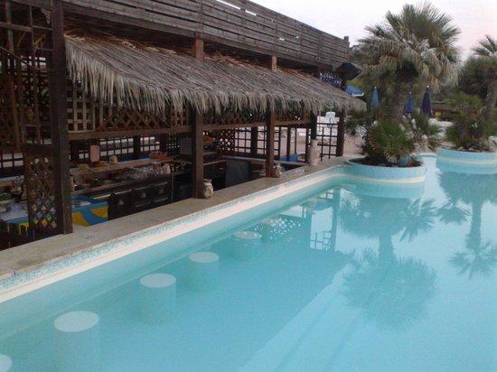 Villaggio Club Agrumeto: aperitivo a bordo piscina
