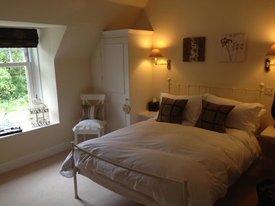 Rutherford House Bed & Breakfast : Beautifully decorated room and ultra comfy bed :-)