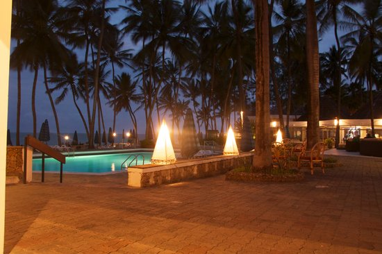 Kenya Bay Beach Hotel: Kenya bay at twilight