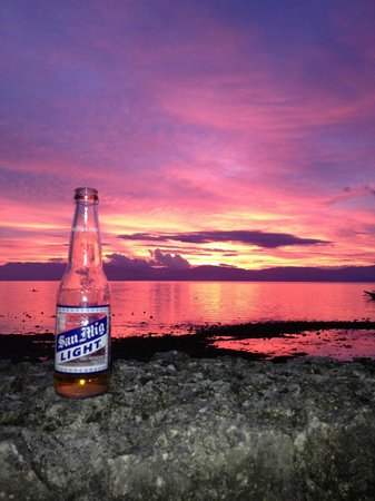 Club Serena  Resort cafe: Cold Beers and sunset