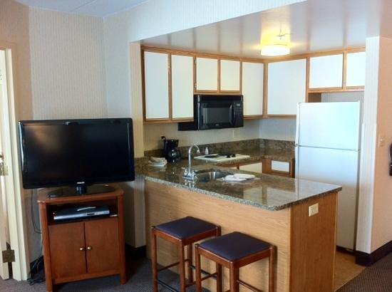 Hampton Inn & Suites Annapolis: full kitchen