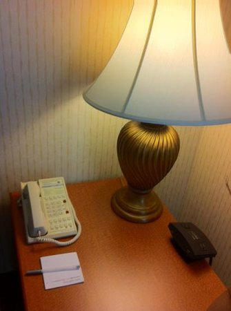 Hampton Inn & Suites Annapolis: charging station