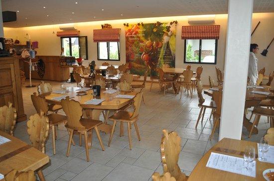 Domaine Pierre Adam : Salle de dégustation et du petit déjeuner