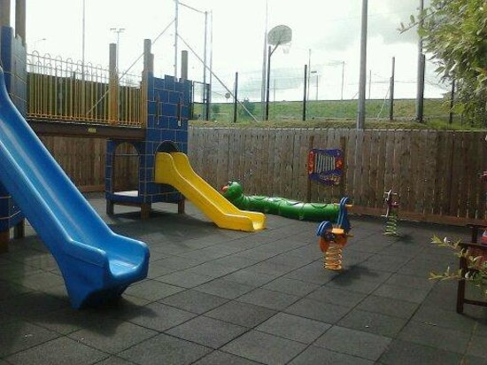 Carrickdale Hotel : childrens play area