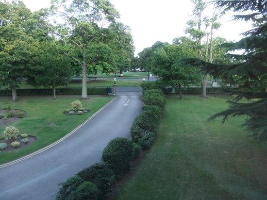 BEST WESTERN PLUS Cedar Court Hotel: Impressive grounds