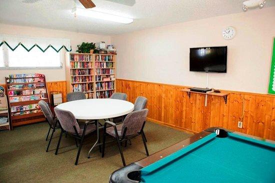 Groves RV Resort : Games Room