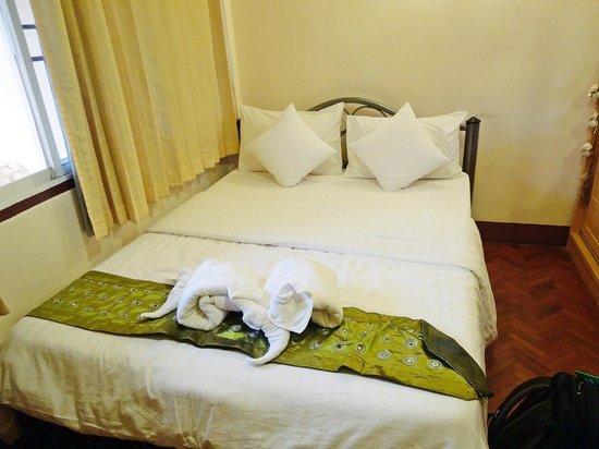 Huen Panicha: Room