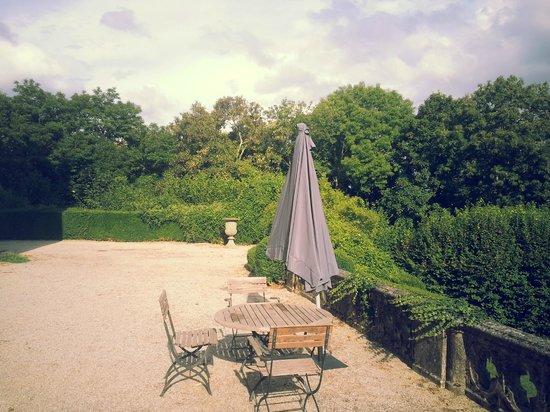 Chateau de Villeray : Geen service op terras