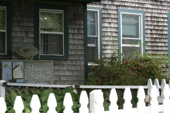 Shining Sails Bed and Breakfast: front of Shining Sails