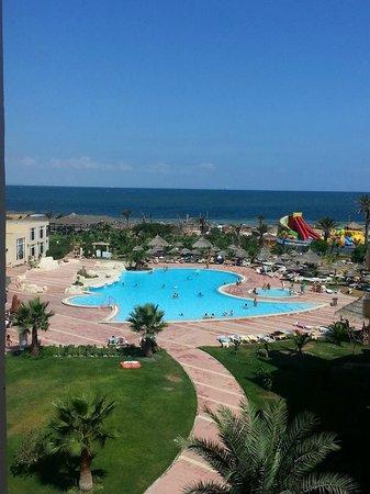 zwembad hotel Skanes Serail