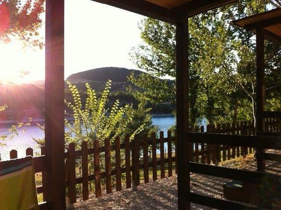 Camping Village Verdefiastra : vista mozzafiato su lago