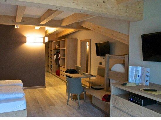 Design & Suite Hotel Ciarnadoi: Visione parziale della camera suite