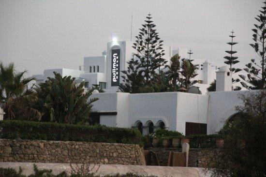 Hôtel Pullman Mazagan Royal Golf & Spa : entrance from the beach
