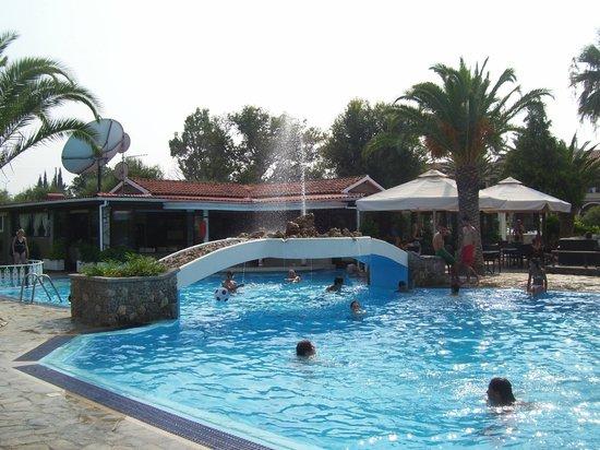 Roda Pearl Resort: Fiona Theodouras  Pool - just a little walk away