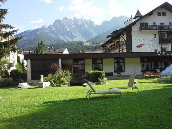 Sporthotel Tyrol Dolomiti: giardino