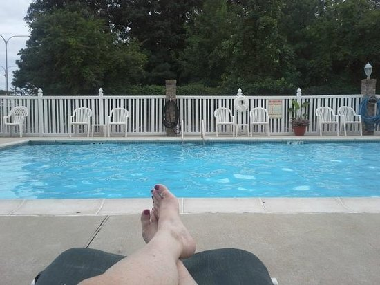 Holiday Inn Express Rehoboth Beach: Relaxing by the pool