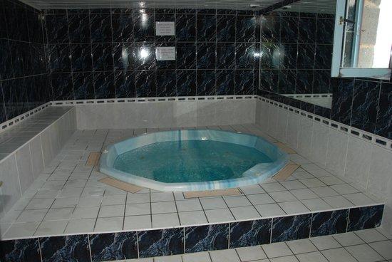 Hotel du Chateau de Salles: Jacuzzi