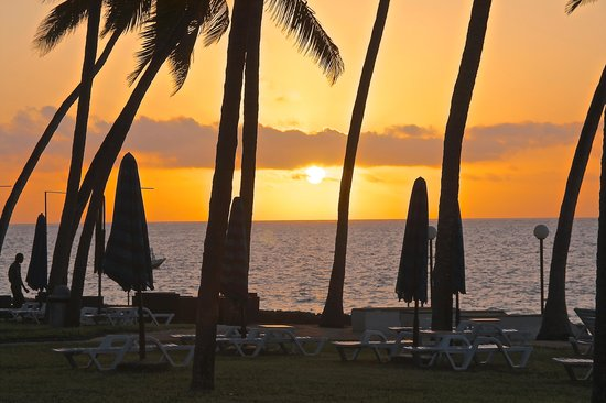Kenya Bay Beach Hotel: sunrise