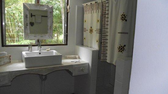 Beso del Viento: Coquette salle de bain