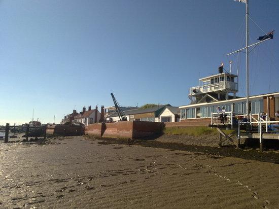 The Oyster Smack Inn - Royal Burnham Yacht Club