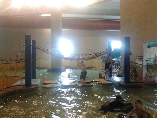 Splash Bay Indoor Water Park : Walking across the water!