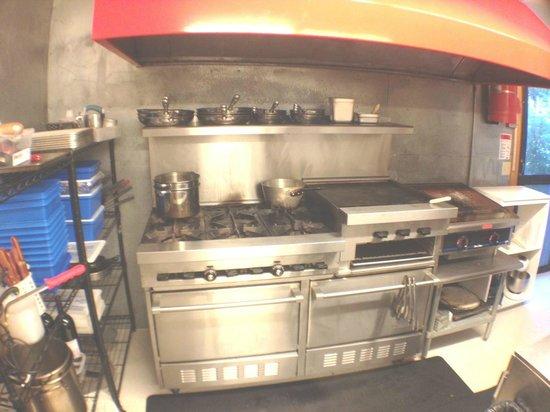 9th Wave Lodge: Kitchen where delicious meals are prepared