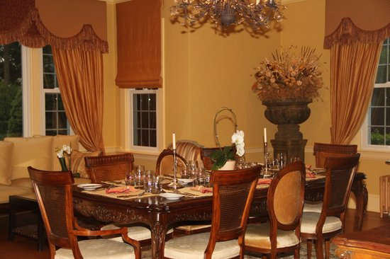 Glen Gordon Manor: Beautiful dining room