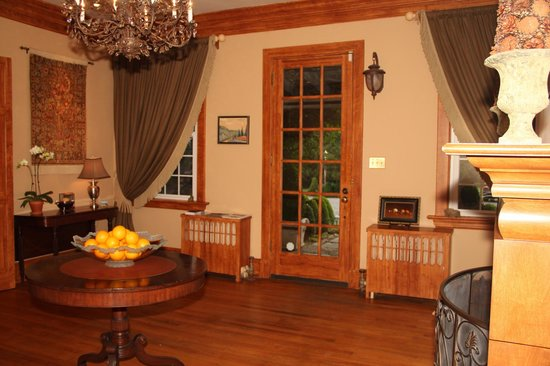 Glen Gordon Manor: Welcoming entrance