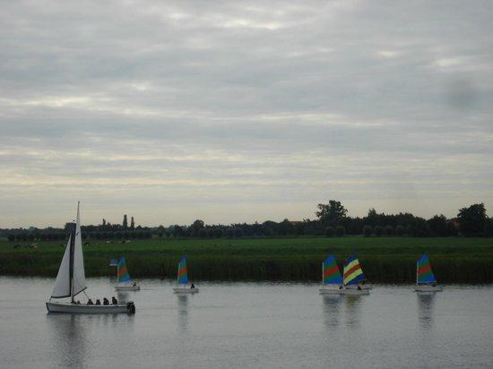 Hotel Restaurant Ie-Sicht : Zeilbootjes op het meer