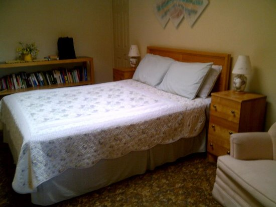 The Aloha Motel Apartments: Room G Bedroom