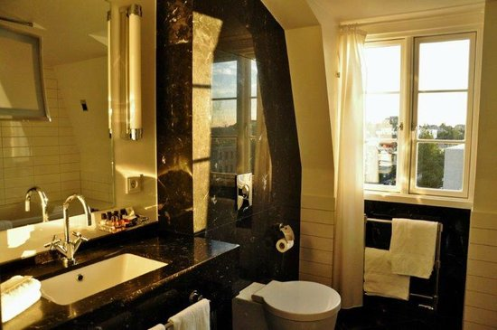 Hotel Borg by Keahotels : Bathroom at room no: 514