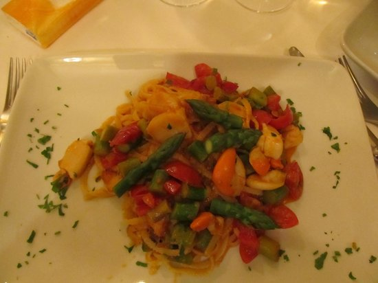 Fellini : Pasta with asparagus and seafood